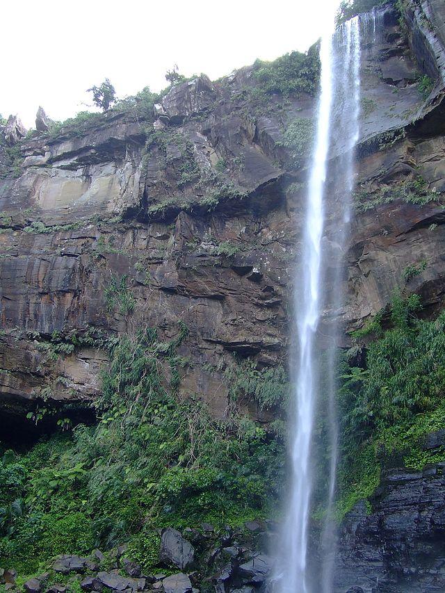 Pinaisaara waterfall