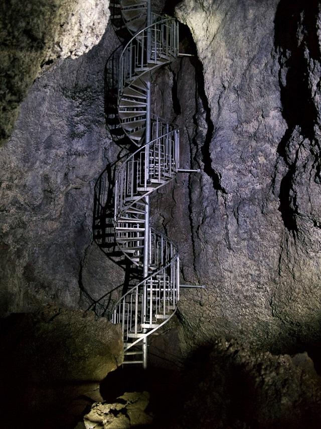 Vatnshellir Lava Tube