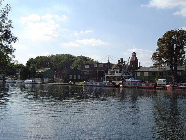 Platt's Eyots in River Thames