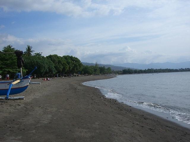 Lovina black sand beach