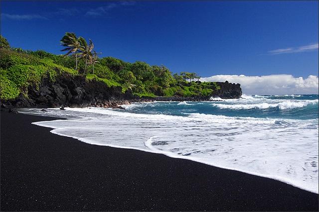 Things to Do in Maui Island Waianapanapa beach